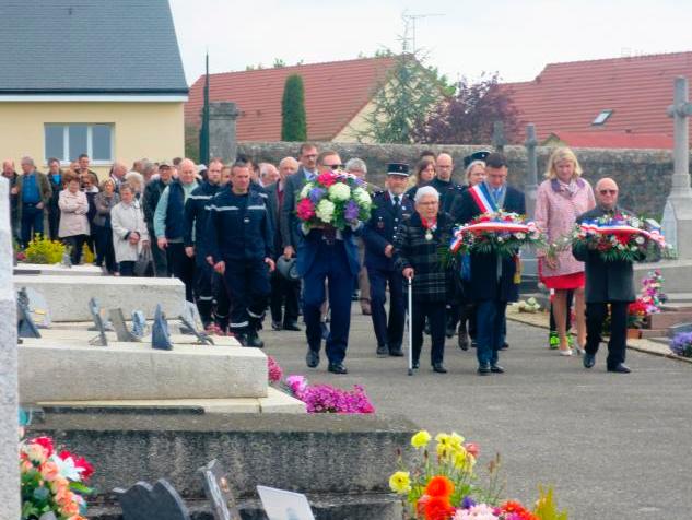 Cérémonie du 8 mai : cérémonie au Monument aux Morts (photos)