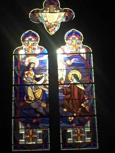 Mise en lumière des vitraux de la façade Sud (église de Sougé le Ganelon)