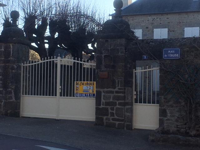 Pose d'un portail avec portillon au presbytère de Sougé